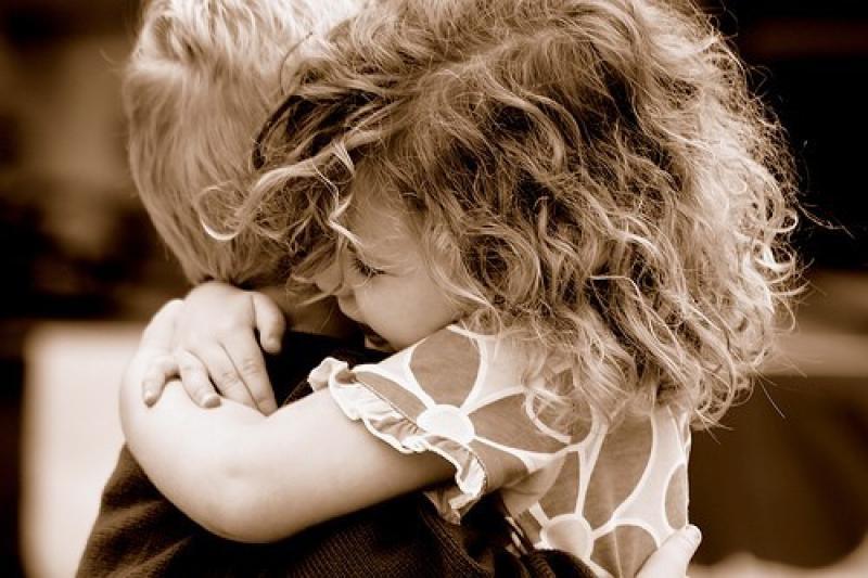 regala abbraccio
